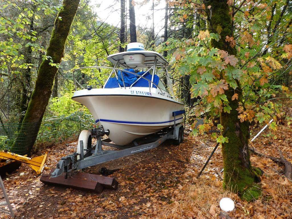 Lot # 309 - 1979 SkipJack Boat 350 Chevy Engine