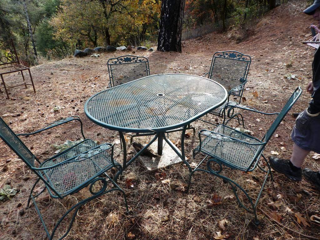 Lot # 316 - Green Metal Patio Table & 4 Spring Rockers