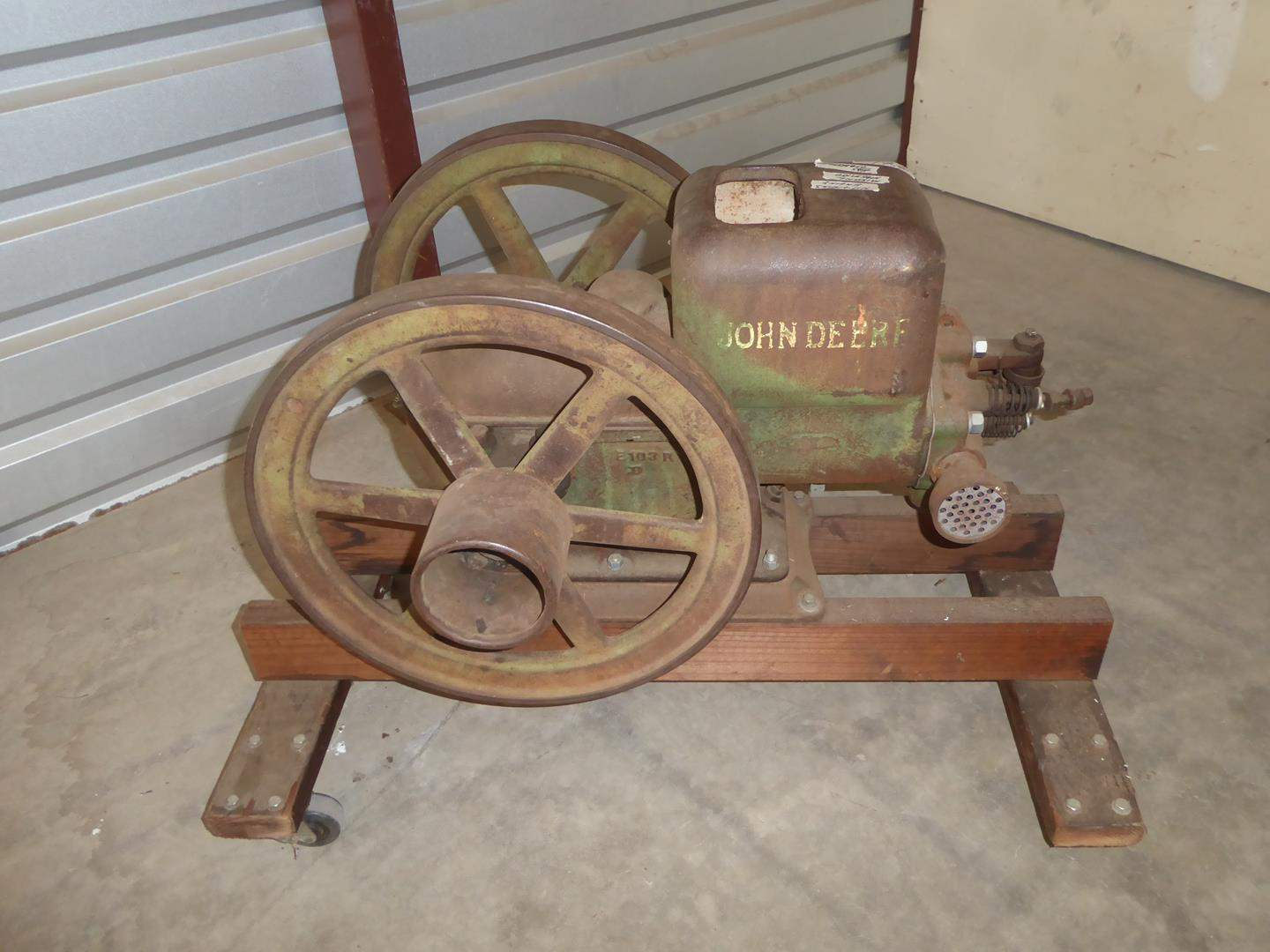 Lot # 61 - Vintage John Deere Hit and Miss Engine (main image)