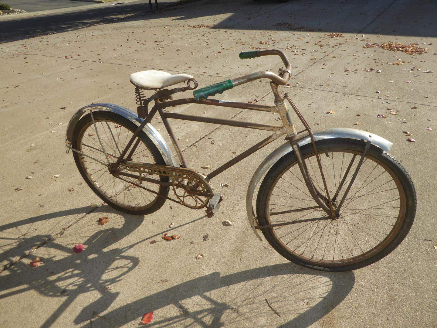 Lot # 146 - Vintage Schwinn 'The World' Bicycle (main image)