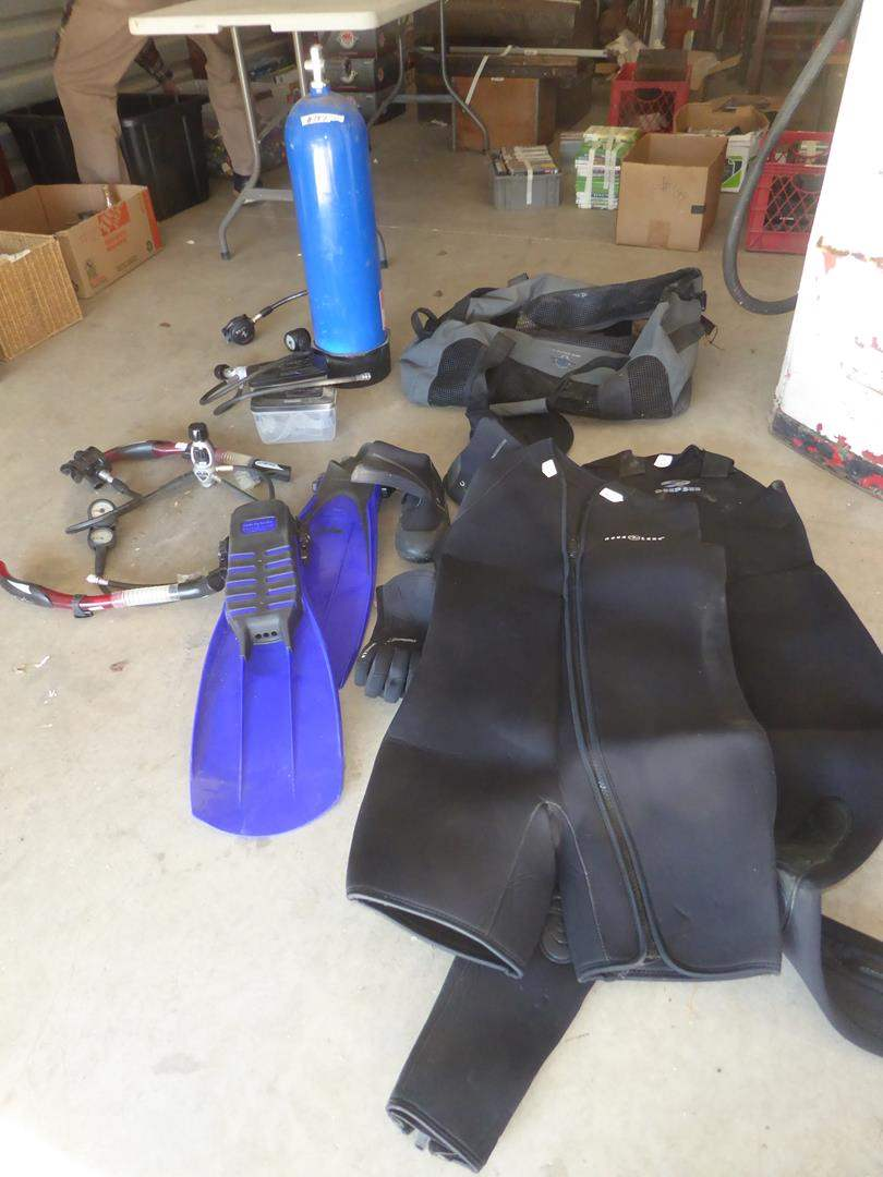 Lot # 147 - Scuba Gear - See Pics For Sizes (main image)