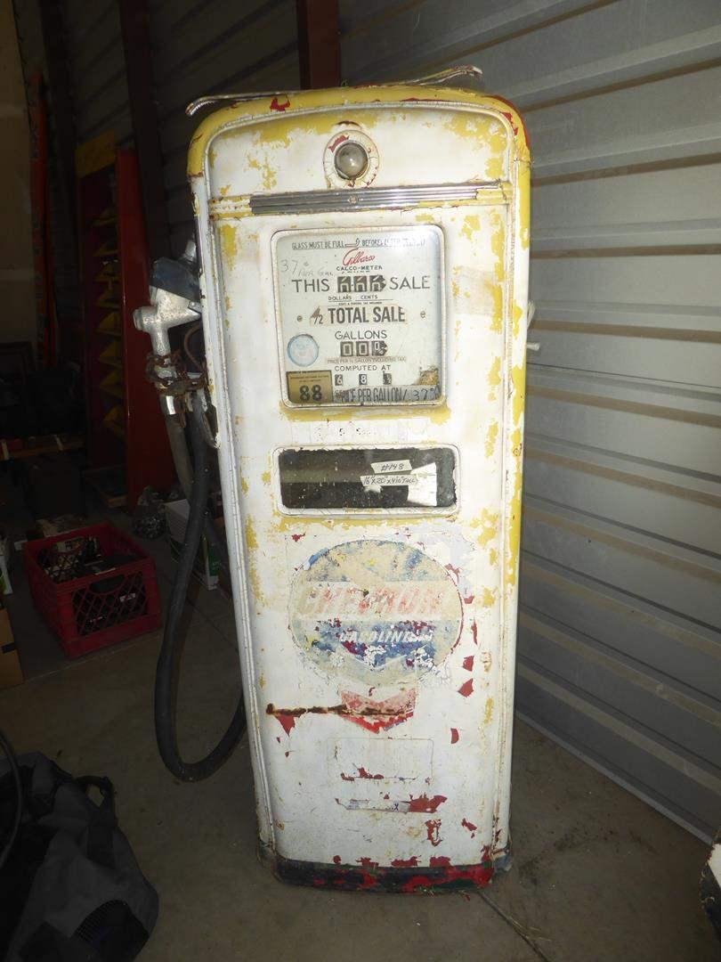 Lot # 148 - Old Chevron Gas Pump (main image)