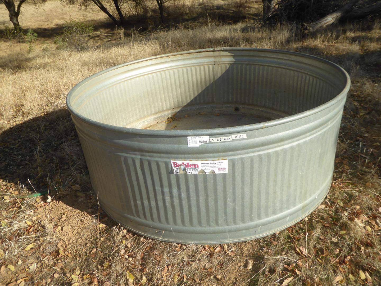 Lot # 92 - Behlen Country Large Round Galvanized Tank (main image)
