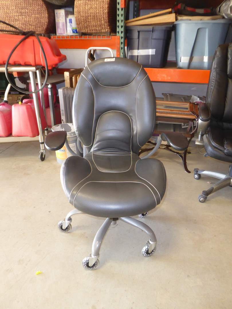 Lot # 252 - Rolling Office Chair  (main image)