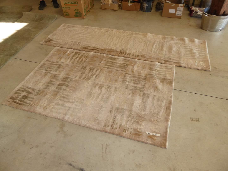 Lot # 285 -  100% Wool Area Rug & Matching Runner  (main image)