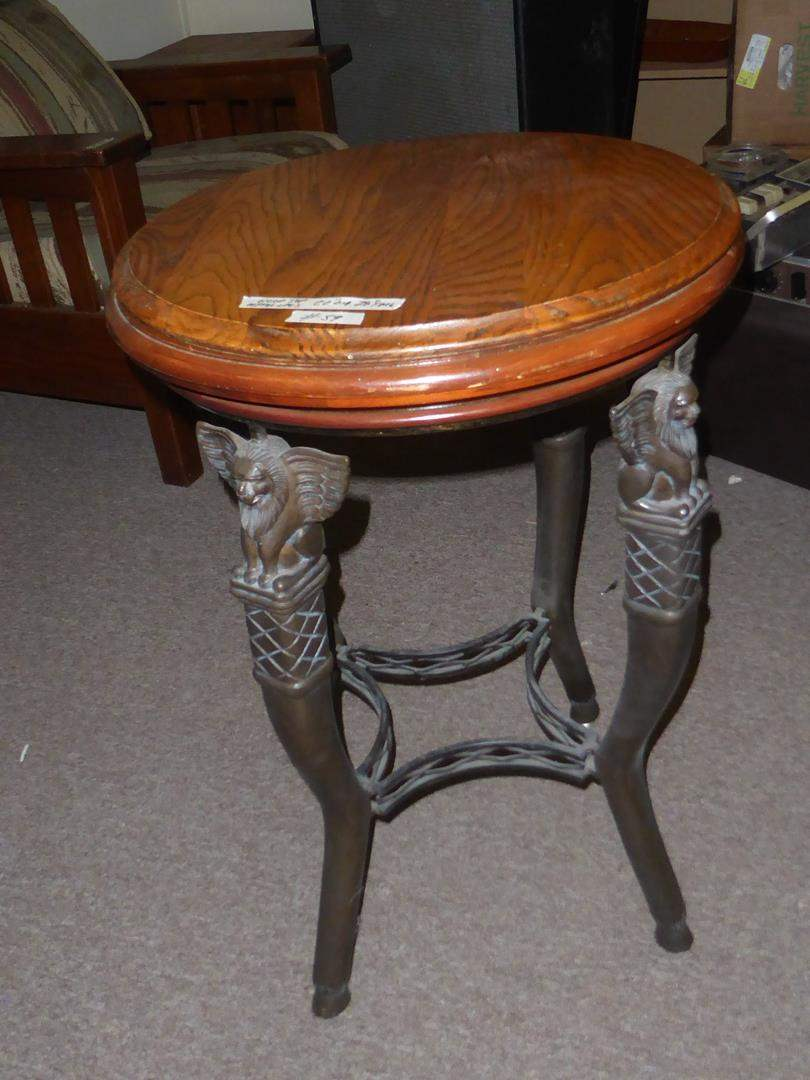 Lot # 59 - Vintage Winged Lion Accent Table (main image)