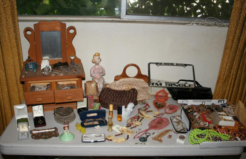 Lot #122 - Jewelry, Jewelry Box, Vanity Items - Nice Lot! (main image)