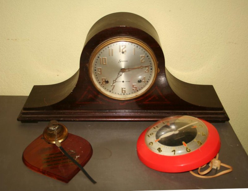 Lot #133 - Sessions Mantle Clock, Sessions Wall Clock and Bathroom Plaque (main image)