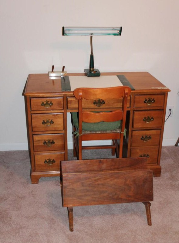 Lot #21 ~ Vintage Wooden Office Desk, Lamp & Book Rack (main image)