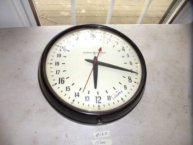 Lot # 137 - Vintage General Electric Clock (Working)  (main image)