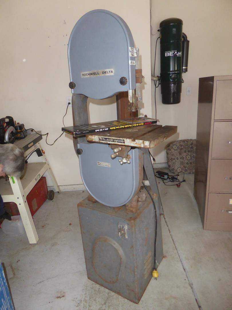 Lot # 56 - 'Rockwell Delta' Band Saw & Extra Blade (main image)