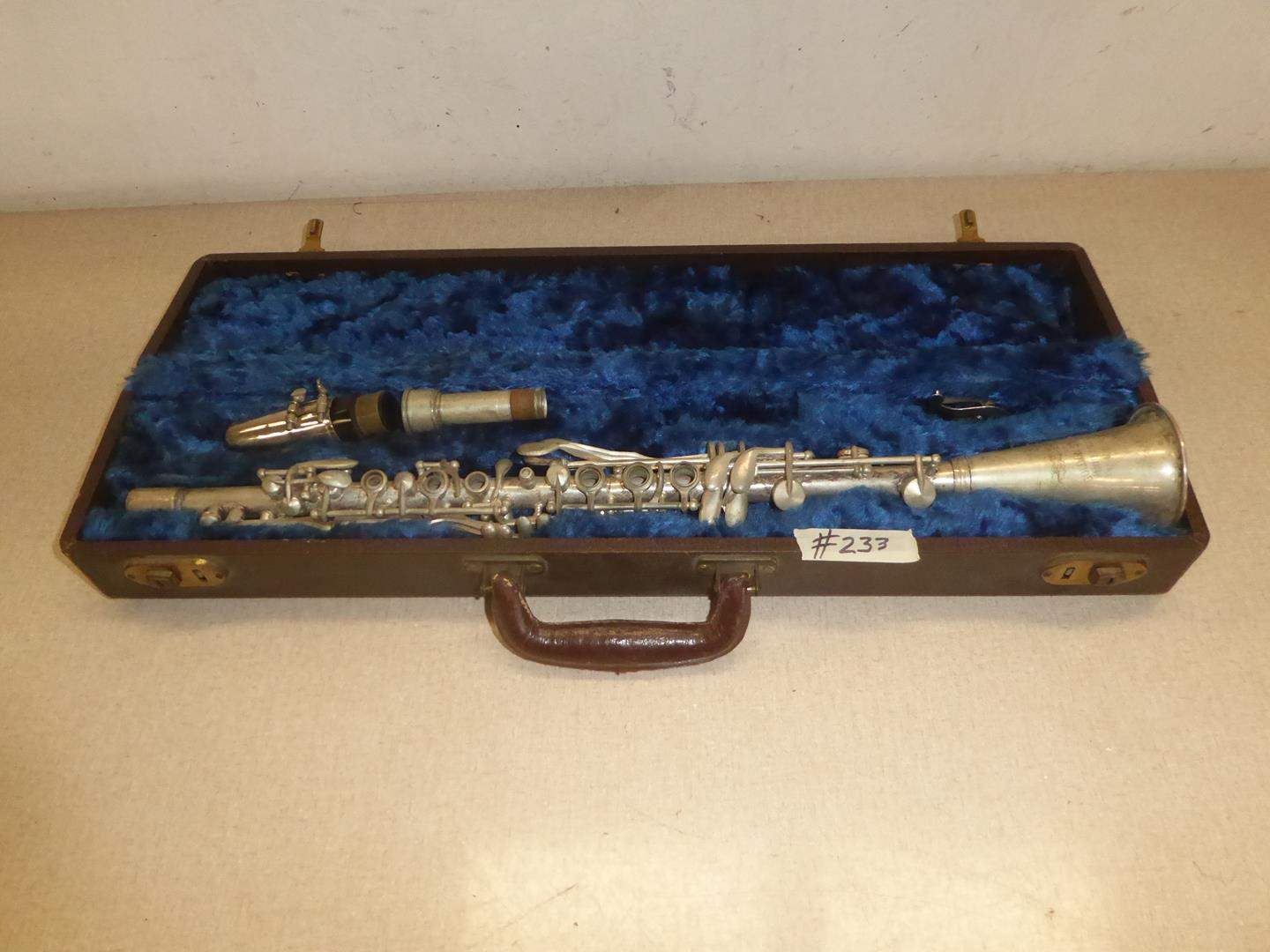 Lot # 233 - Vintage Golden State Professional USA Clarinet w/Case (main image)
