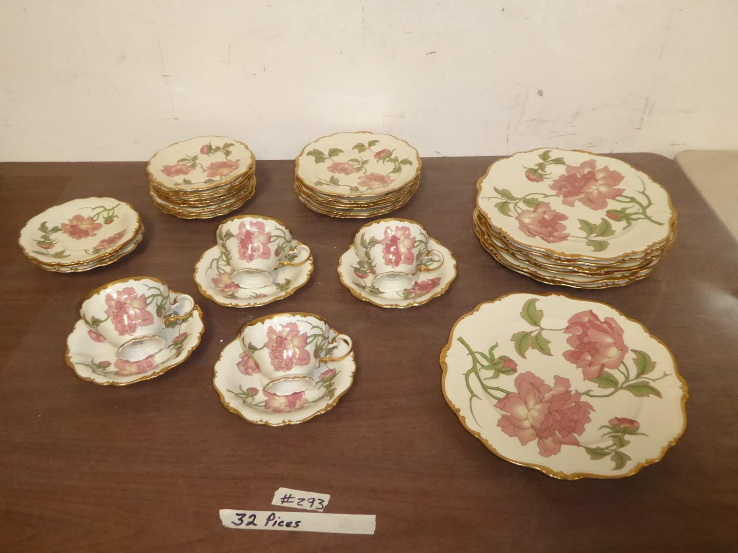 Lot # 293 - Rigoletto (Pompadour, Gold) by Rosenthal - Continental China  (main image)
