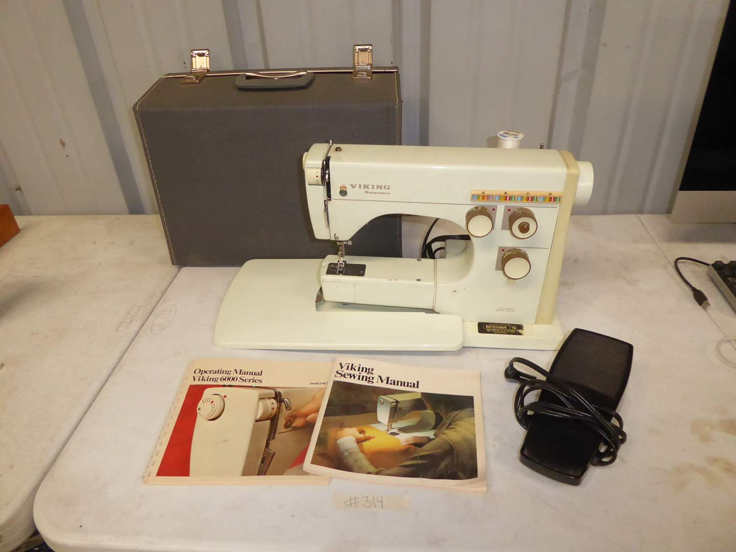 Lot # 314 - Vintage Viking Husqvarna 6000 Sewing Machine  (main image)