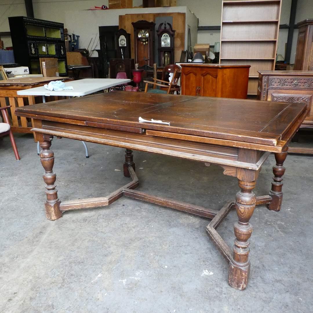 Lot # 105 - Beautifully Made Antique Berkey & Gay Draw Leaf Dining Table (main image)