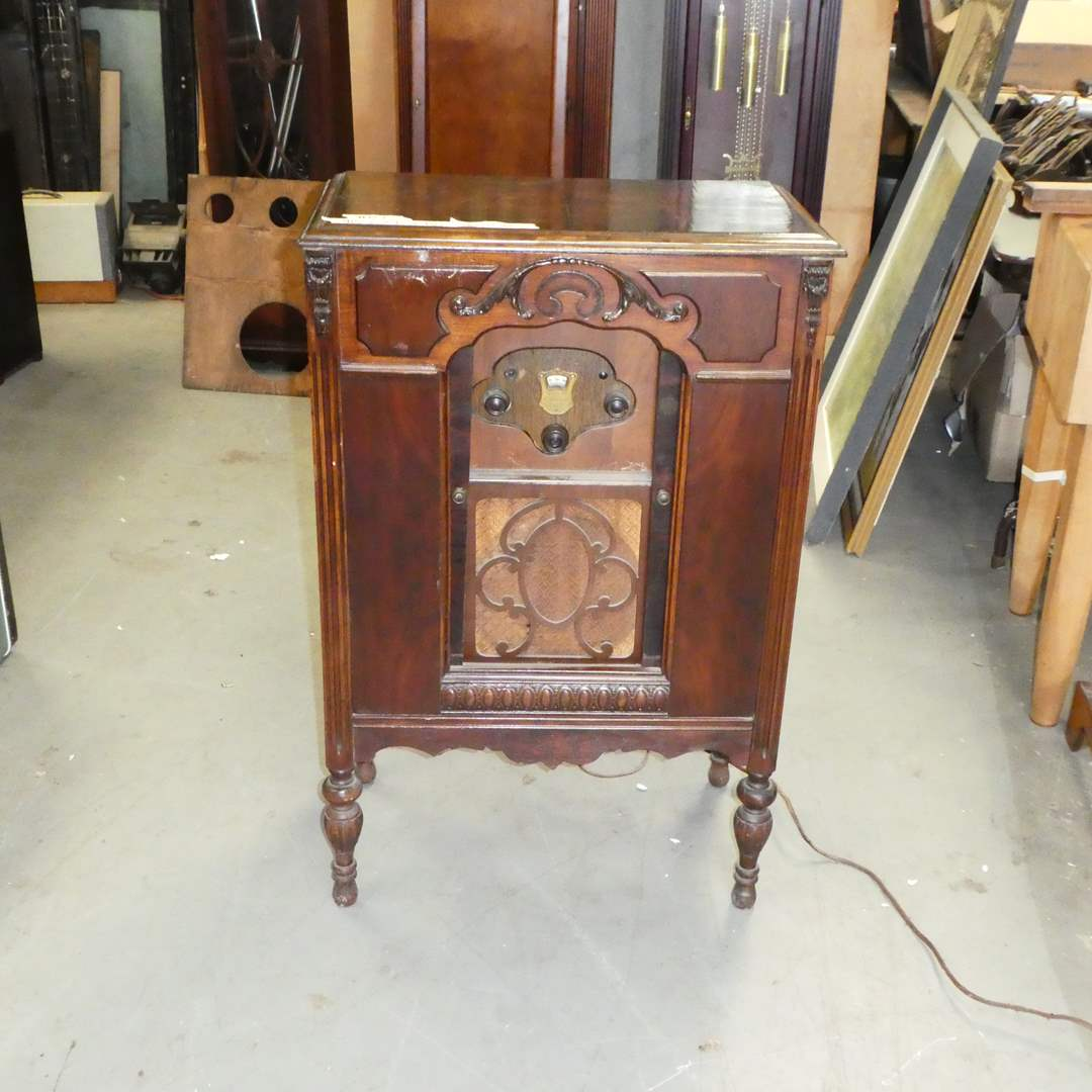 Lot # 127 - Atwater Kent 55 Radio and Cabinet (Could use some TLC) (main image)