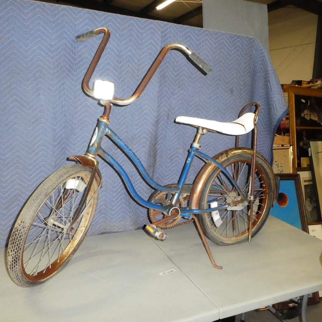 Lot # 166 - Retro Schwinn Sting Ray Bicycle (For Restoration) (main image)