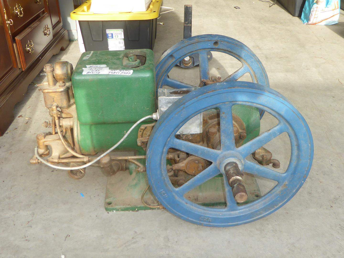 Lot # 101 - Antique Single Cylinder Gas Engine Maybe Hit Miss - Not Tested - Turns Freely (main image)