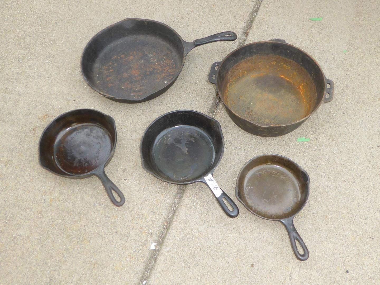 Lot # 116 - Vintage Cast Iron Skillets (main image)