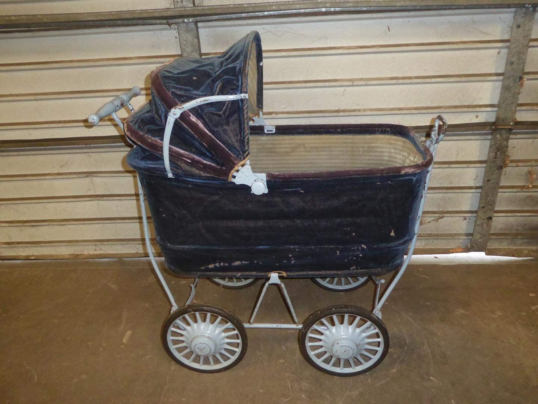 Lot # 350 - Antique 1906 TRAV-L-EEZ COACH Baby Carriage (main image)