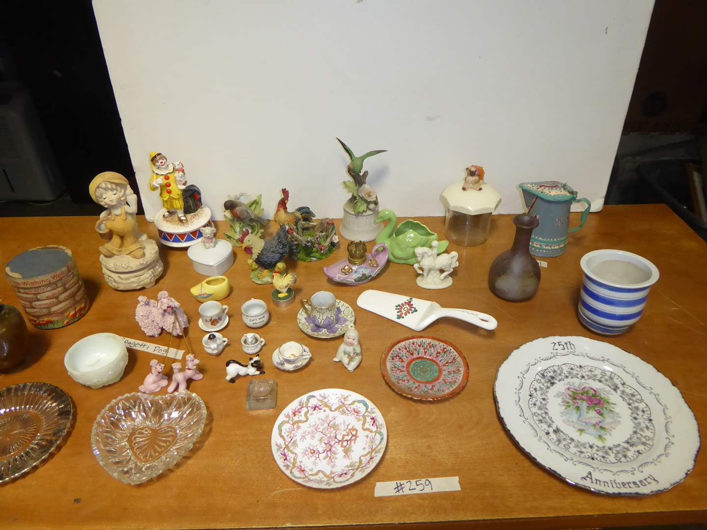 Lot # 259 - Figurines & Collectibles  (main image)