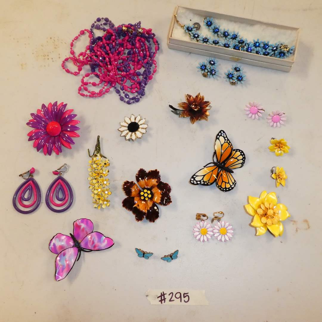 Lot # 295 - Vintage Retro Brooches, Earrings and Necklaces  (main image)