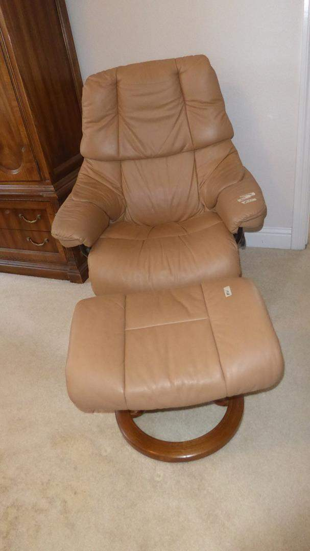 Lot # 161 - Quality 'Ekornes' Stressless Beige Leather Swivel Recliner & Ottoman (main image)
