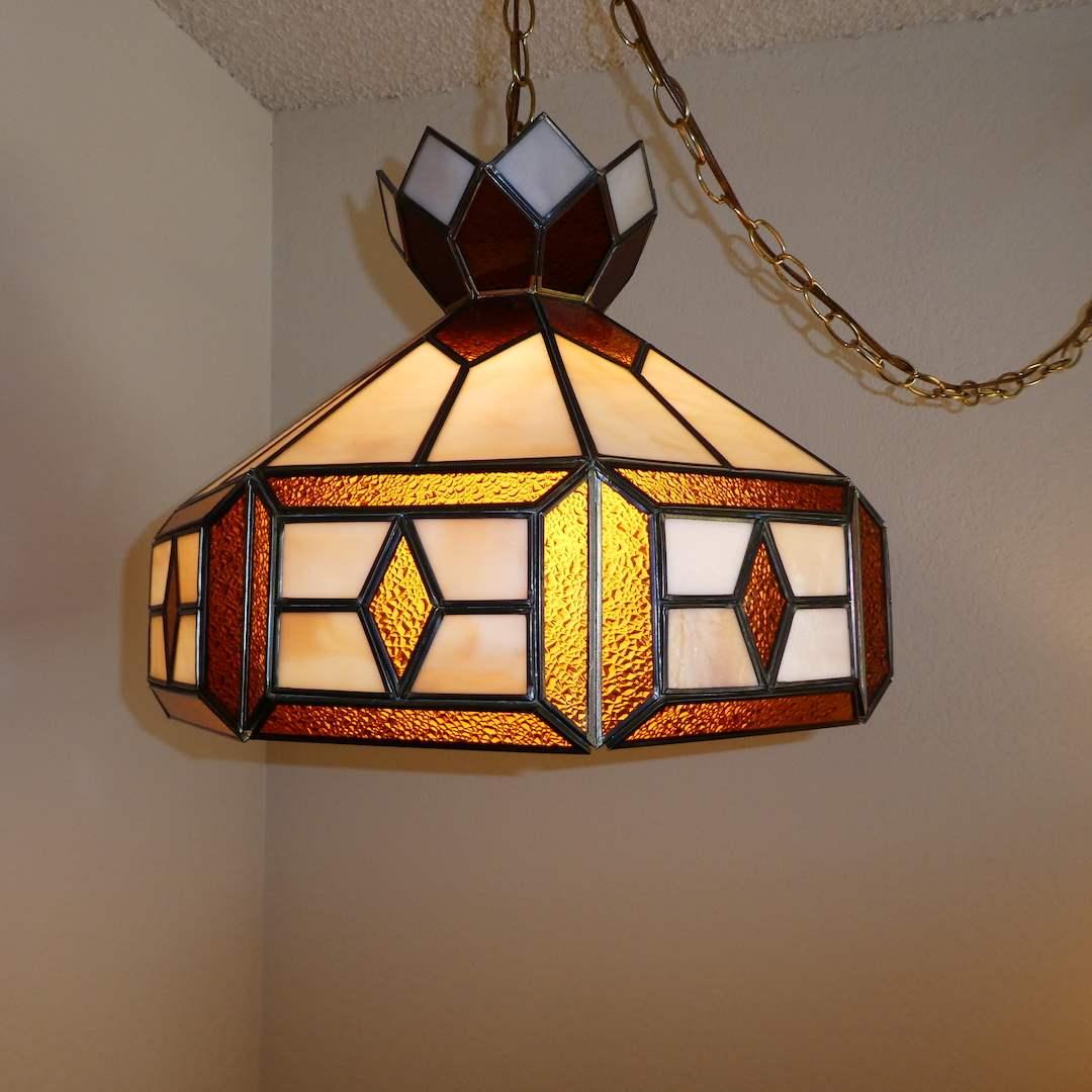 Lot # 208 - Beautiful Leaded Glass Hanging Lamp (main image)