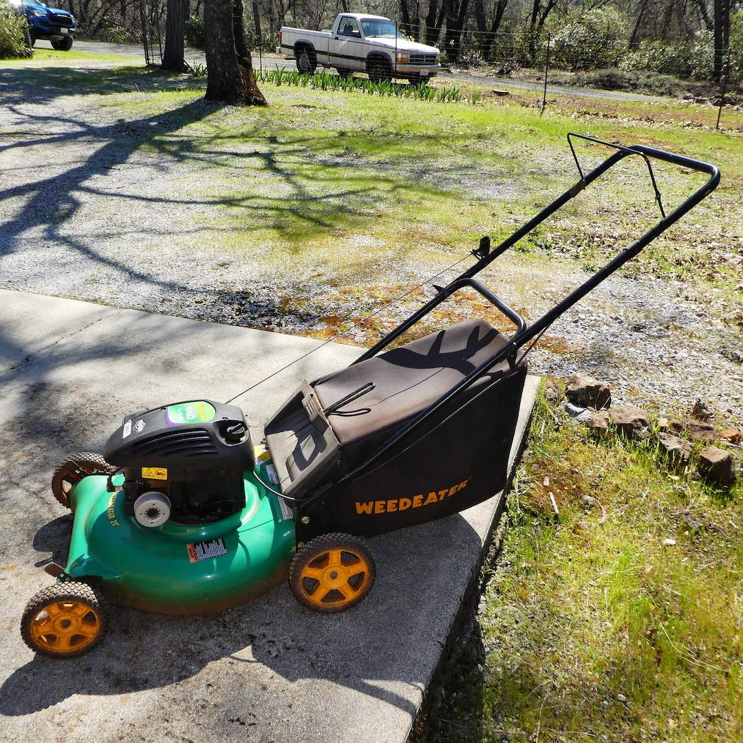 Lot # 250 -Briggs and Stratton Weed Eater 550 Series Lawn Mower (Runs) (main image)