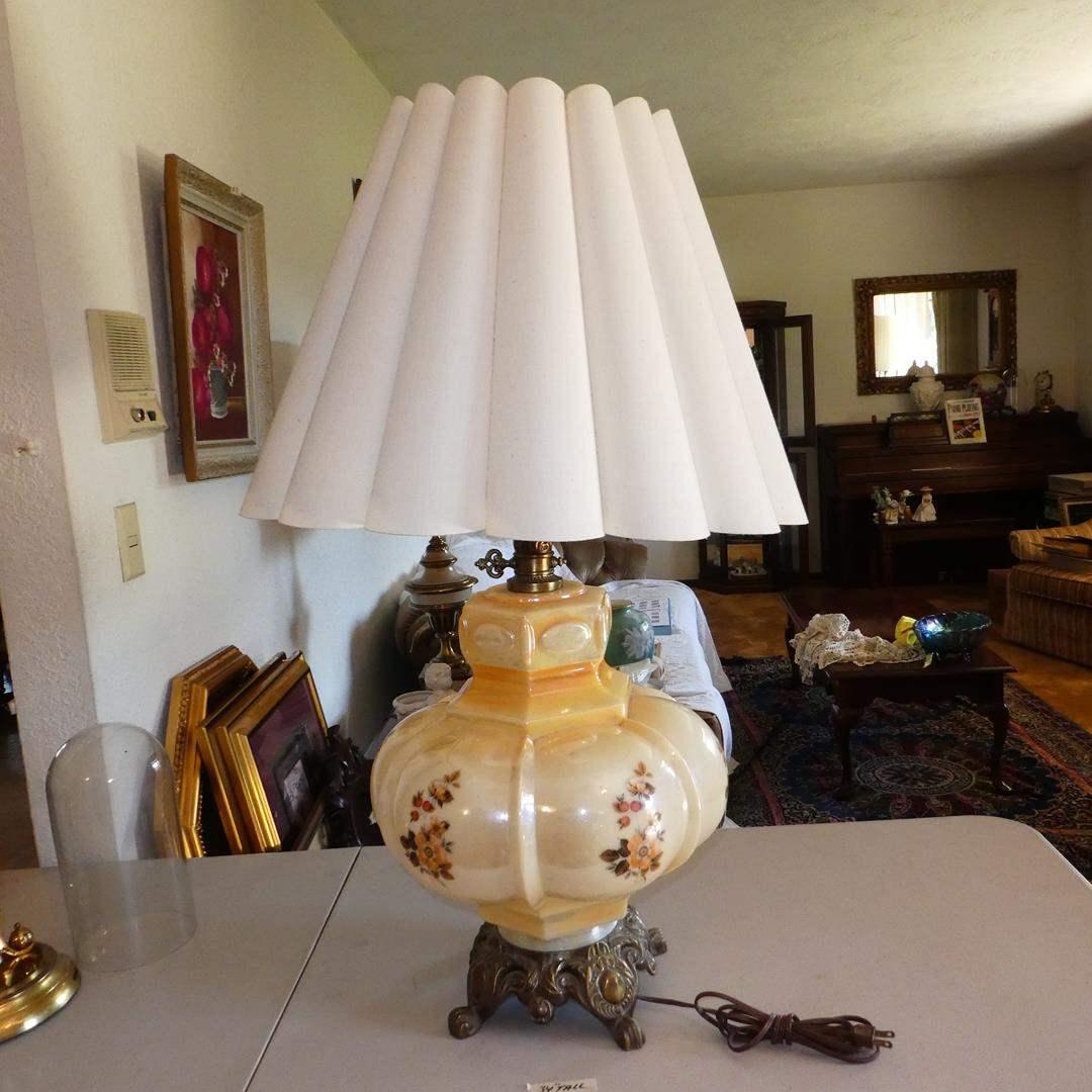 Lot # 149 - Vintage Retro Floral Glass Table Lamp (main image)