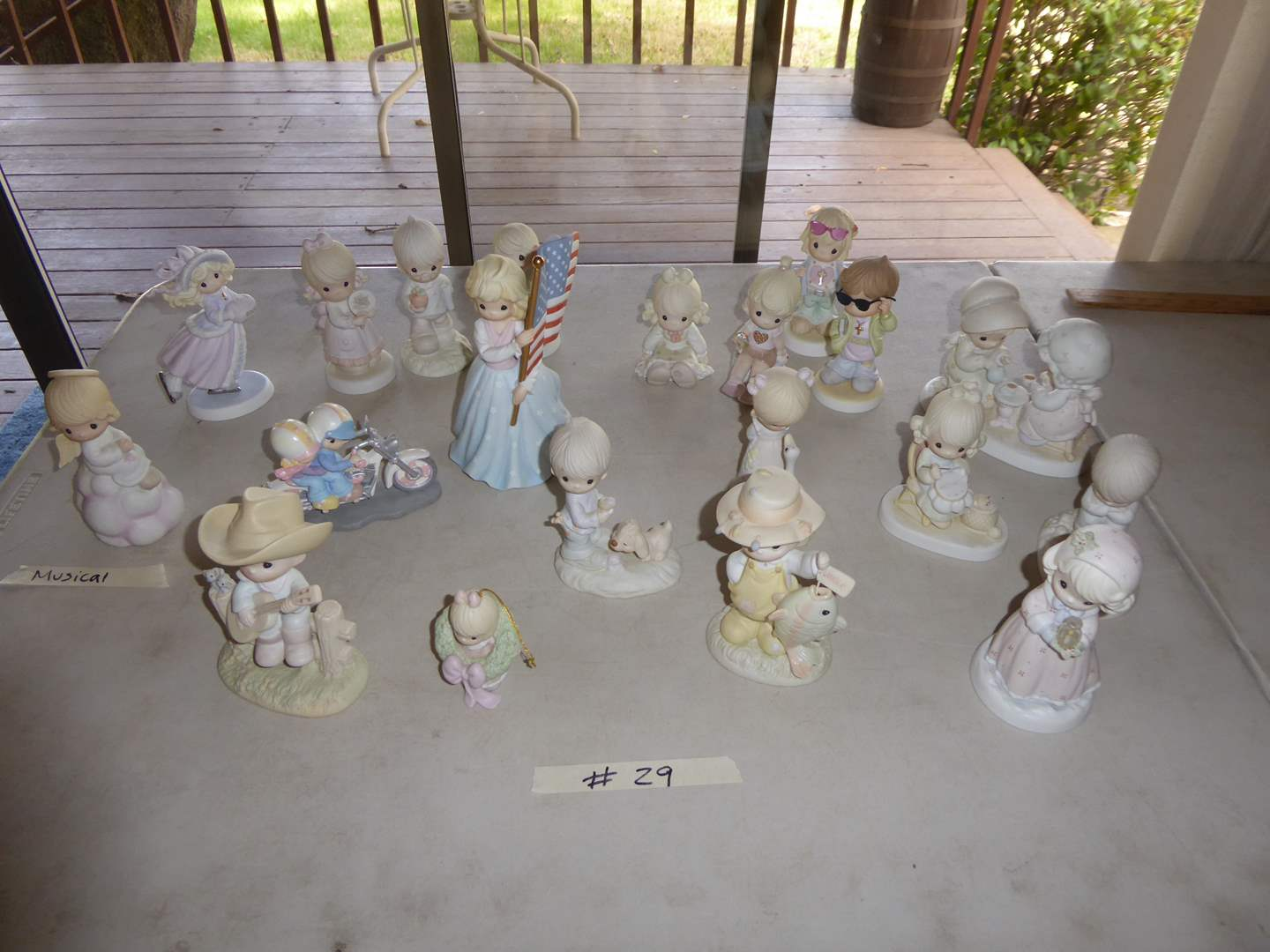 Lot # 29 - 20 Precious Moments Figurines  (main image)