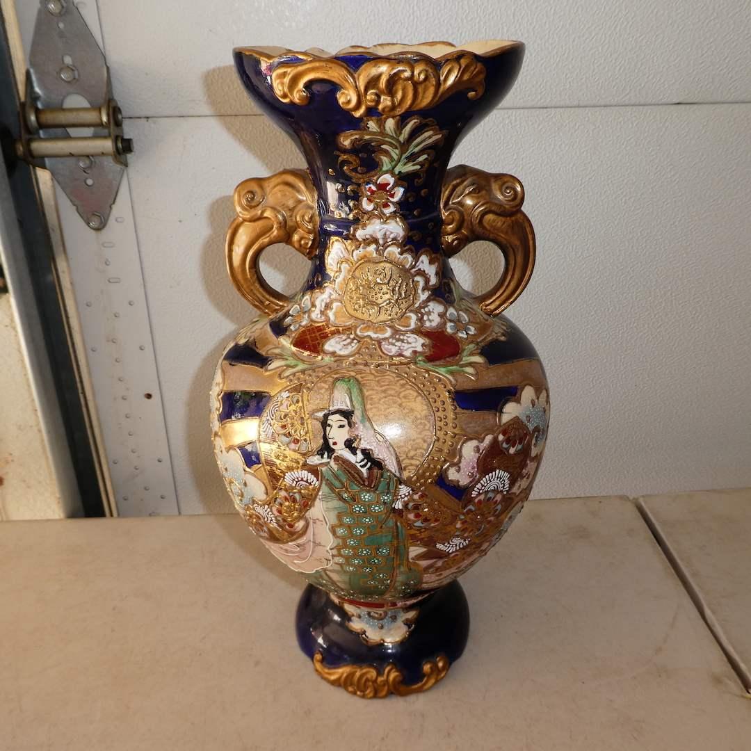Lot # 321 - Vintage Hand Painted Oriental Vase  (main image)