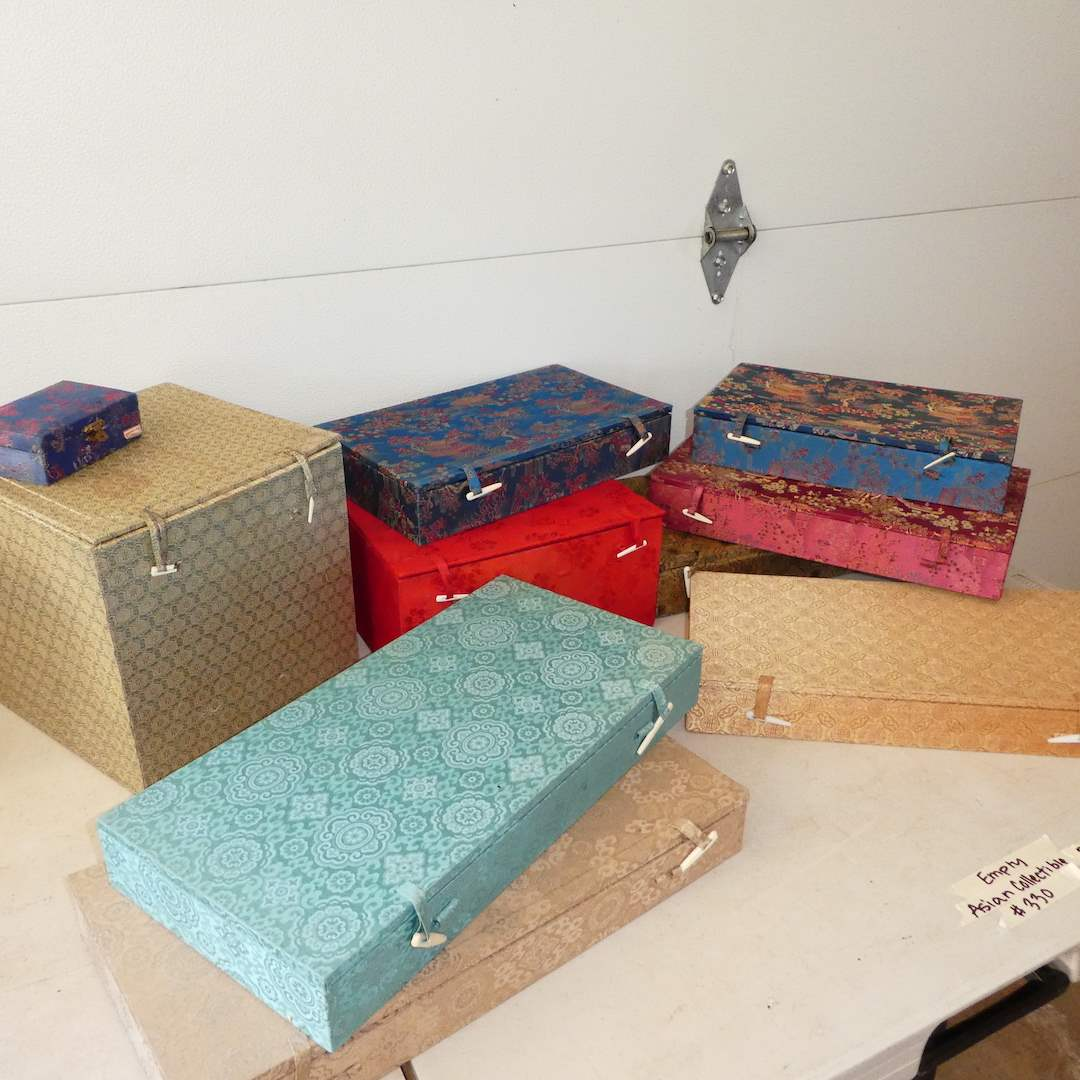 Lot # 330 - Empty Oriental Boxes for Collectables (main image)