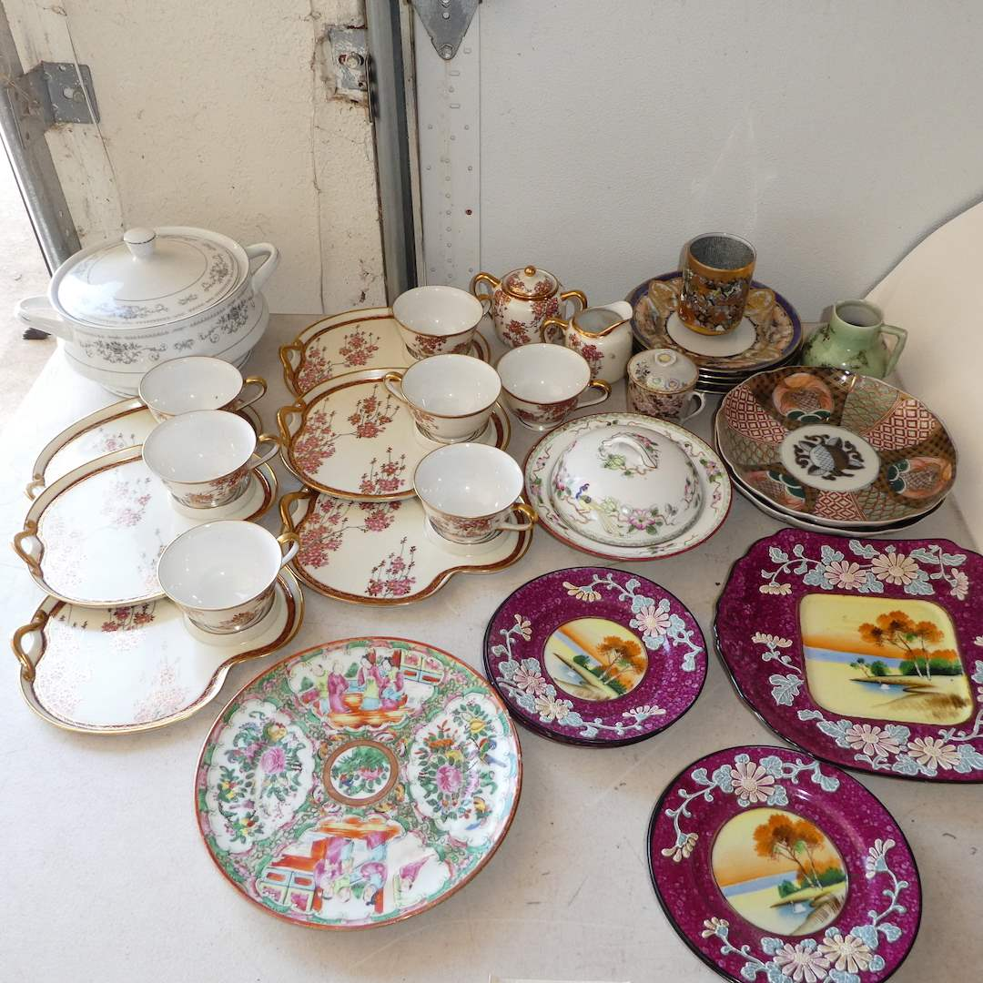Lot # 332 - Variety Vintage and Collectible Oriental Dishes  (main image)