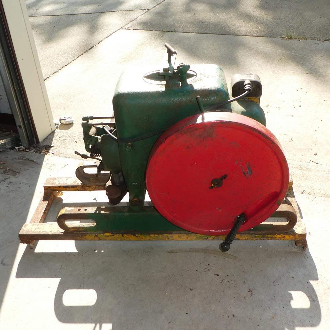 Lot # 101 - Vintage INTERNATIONAL HARVESTER Type LA Gas Engine 1-1/2 - 2-1/2 HP (main image)