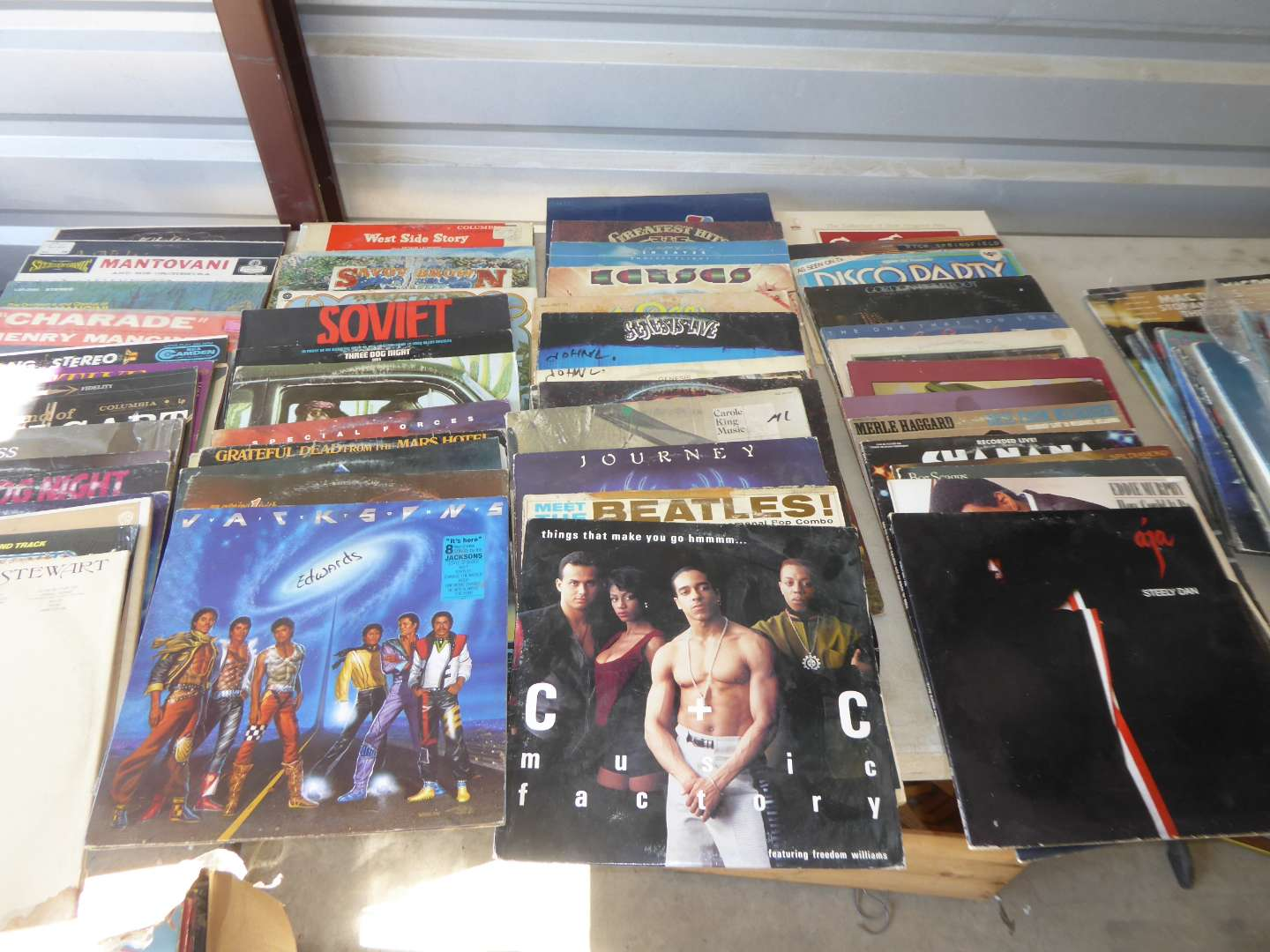 Lot # 3 - Lot Of 100 Records (main image)