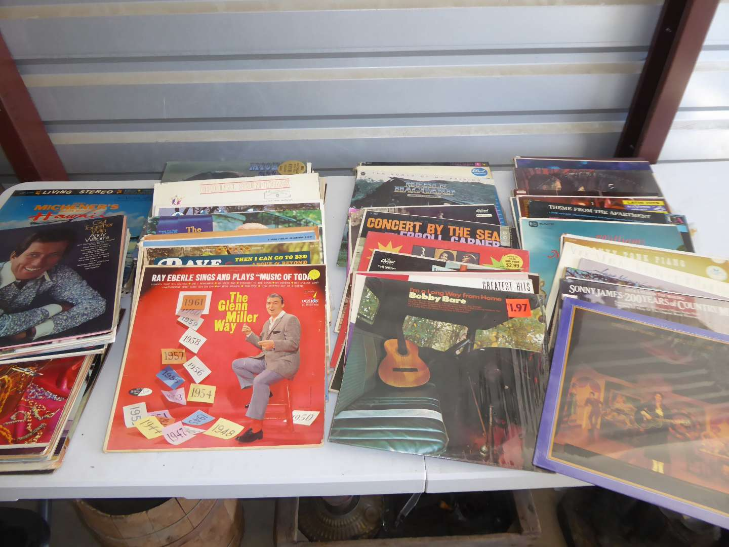 Lot # 5 - Lot Of 100 Records (main image)