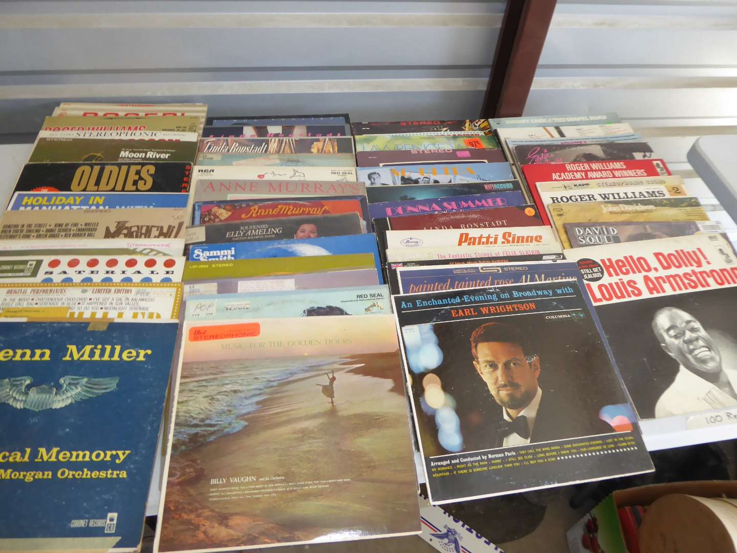 Lot # 9 - Lot Of 100 Records (main image)