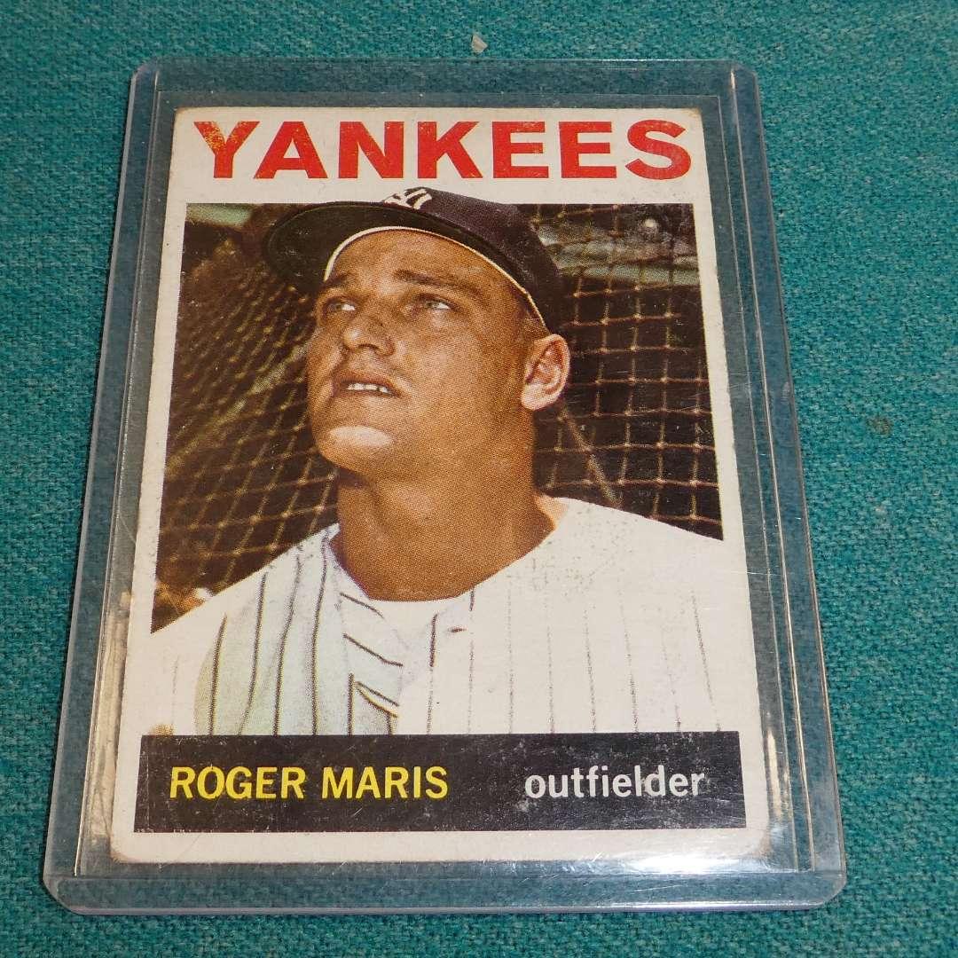 Lot # 277 - Topps #225  Roger Maris Baseball Card  (main image)