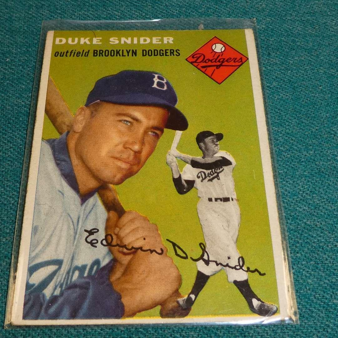 Lot # 278 - Topps #32 Duke Snider Baseball Card  (main image)