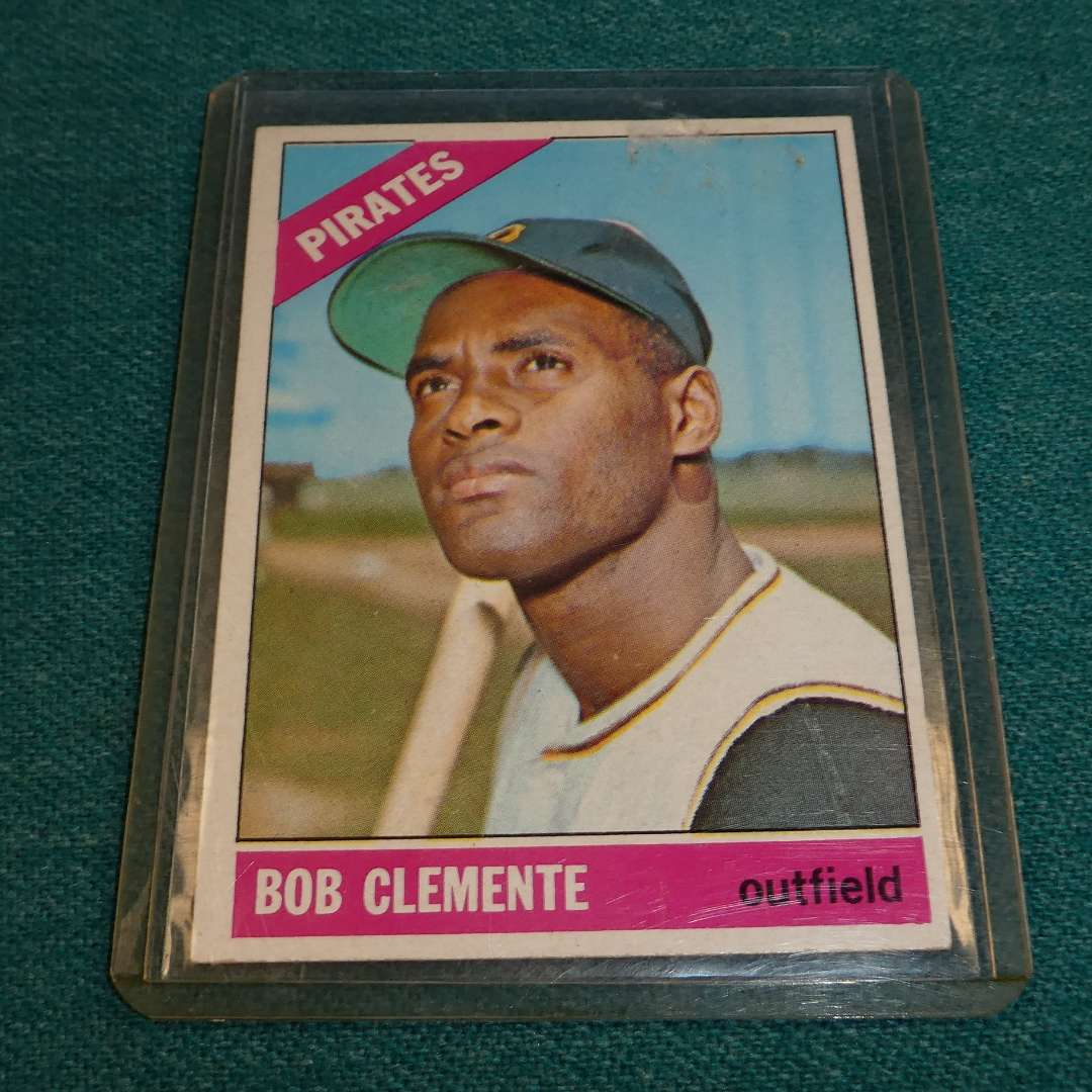 Lot # 282 - Topps #300 Bob Clemente Baseball Card (main image)