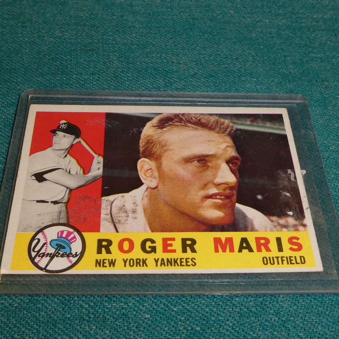 Lot # 286 - Topps  #377 Roger Maris Baseball Card  (main image)