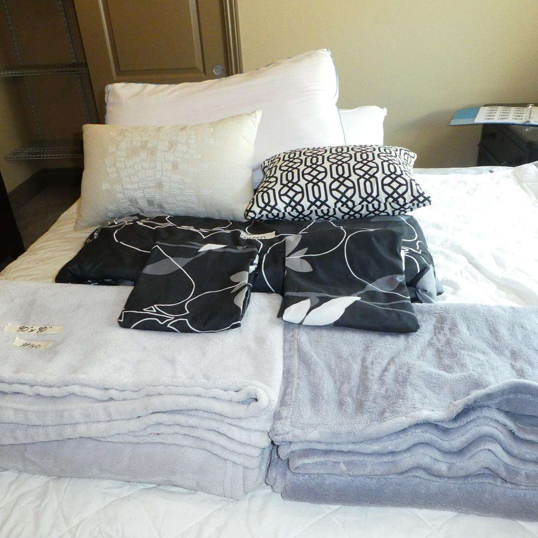 Lot # 140 - Queen Size Blankets, Comforter, Throw Pillows & Bed Pillows (main image)