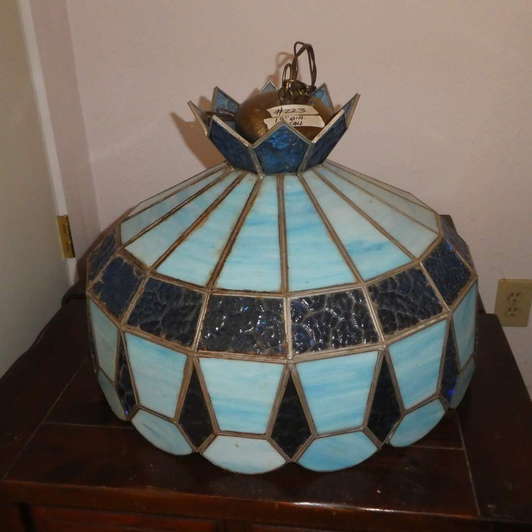Lot # 223 - Beautiful Hanging Stained Glass Lamp (Could Not Be Tested) (main image)