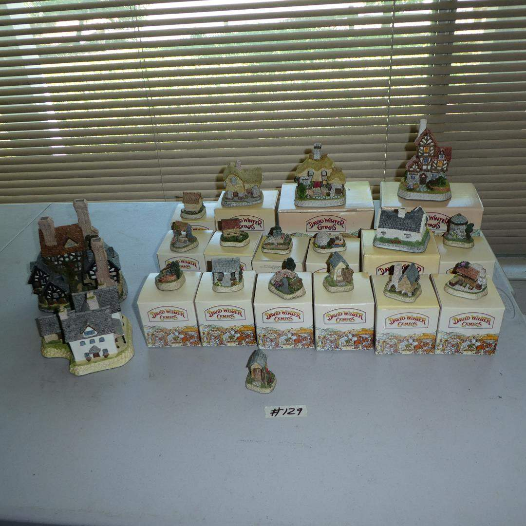 Lot # 129 - David Winter Cottages Collection Hand Made Hand Painted in Great Britain - Most w/Original Boxes (main image)