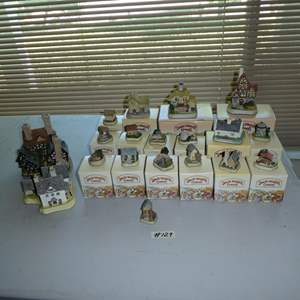 Lot # 129 - David Winter Cottages Collection Hand Made Hand Painted in Great Britain - Most w/Original Boxes