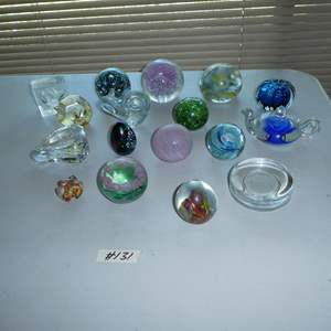 Lot # 131 - Paperweights Collection