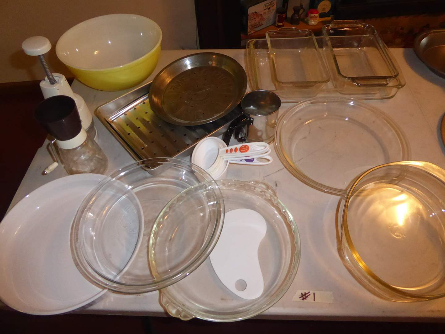 Lot # 1 - Pyrex Bowl, Pans & Other Baking Dishes (main image)