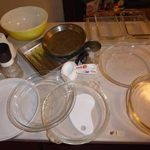 Lot # 1 - Pyrex Bowl, Pans & Other Baking Dishes