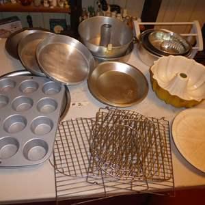 Lot # 2 - Metal Baking Pans & Baking Racks